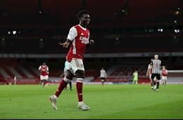 Bo doi sao tre Arsenal dan nhau di vao lich su Premier League