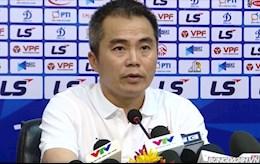 HLV Phạm Minh Đức chỉ trích trọng tài sau trận thua CLB TPHCM