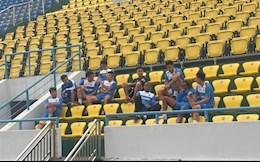 Cầu thủ Quảng Ninh mở tiệc với hội CĐV sau khi đình công bỏ tập