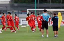 Coach Park Hang Seo points a face in the U22 Vietnam team