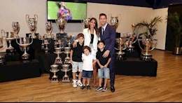 DISCLOSURE: Messi hugged his wife and cried when he heard the news that he had to leave Barca
