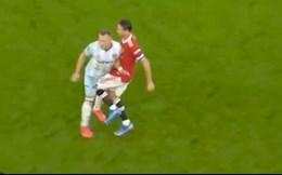 Matic thoát thẻ đỏ sau pha lên gối vào chỗ hiểm của cầu thủ West Ham