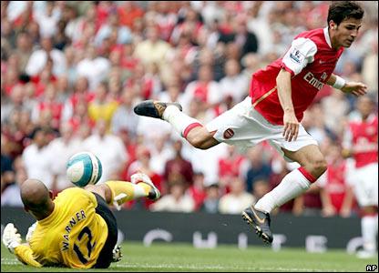 Thủ thành Warner liên tục làm nản lòng các cầu thủ Arsenal hình ảnh