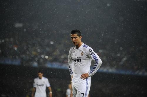 Kẻ chiến bại Real Madrid: Hố đen của Thiên hà trắng  hình ảnh